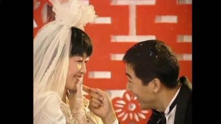 新郎新娘接吻瞬间不该是浪漫的吗?你们居然这么玩