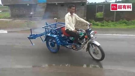 农民大叔发明摩托车版耕地机, 方便实用, 不申请专利可惜了!