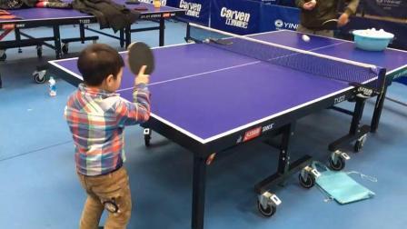 乒乓技术: 来看看小学员正手攻球动作, 是否规范