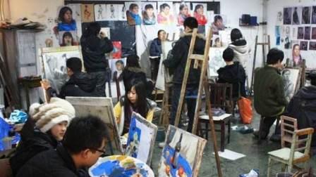 一个贫穷艺术家养活一百个贫穷艺术家的心酸故事