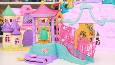 冰雪奇缘玩具 第一季 小美人鱼爱丽儿公主的水上宫殿 迪士尼公主玩水玩具分享 12
