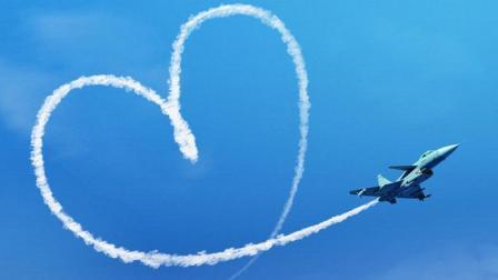 土豪用飞机写字求婚! 女孩作出决定! 最后一句亮了!