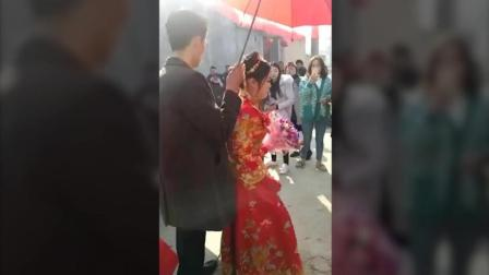 这个新娘惹不起, 谁闹就打谁, 稳准狠!