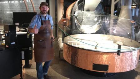 星巴克工作人员专业全面讲解上海星巴克烘焙工坊