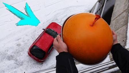 作死小伙从4楼扔40斤水球砸爱车, 轿车: 你给我挠痒痒呢?