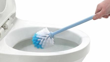 马桶沾染尿渍黄斑很难看? 一个妙招快速清洁, 马桶洁白如新