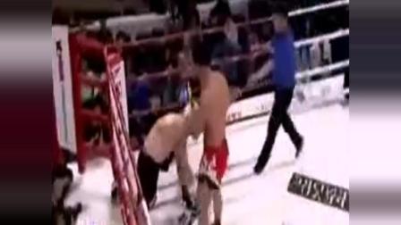 韩国拳手被击倒后 裁判故意拖延时间,中国人怒了: 打死你!