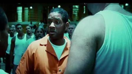 """看""""超人""""怎么将监狱里两壮汉连成一体, 笑破肚皮!"""