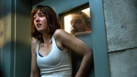 科幻5分钟 从变态大叔到恐怖外星人,这个少女都经历了什么,速看科幻惊悚片《科洛弗道10号》