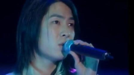 16年前的小鲜肉, 周渝民与吴建豪合唱《烟火的季节》年轻帅气!