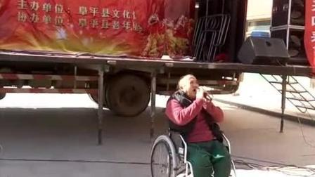 残疾歌手霸气演唱《一壶老酒》, 唱出了残疾人自强不息的精神