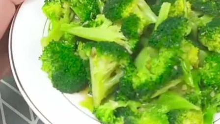 告诉你西兰花最简单的做法, 炒出来特别翠绿, 营养又好吃!