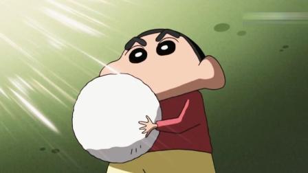 蜡笔小新: 小新为了赢比赛用小白扮成保龄球打出了三个超级漂亮的球