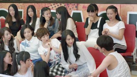 微微一笑很倾城: 杨洋和郑爽全校秀恩爱, 心机女气的哆嗦, 表情也太夸张!