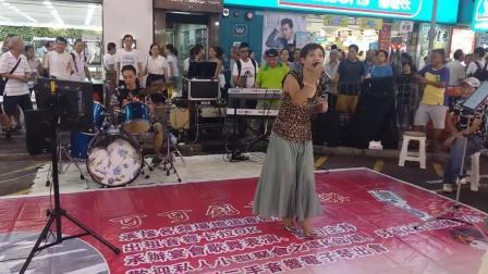 性感小美妇COCO夜香港街头翻唱经典歌曲《分飞燕》