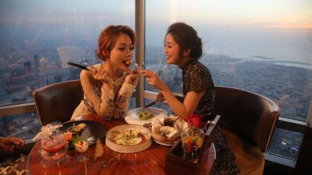 跟著蔡卓妍和容祖儿体验迪拜美食