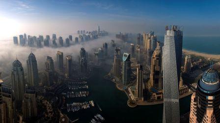 杨祐宁在迪拜变身空中超人挑战城市索道Xline