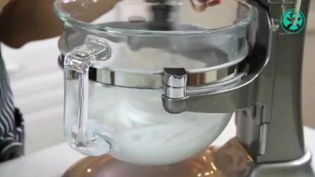 戚风蛋糕用什么油最好 电饭煲可以做蛋糕吗 在家做蛋糕的简便方法