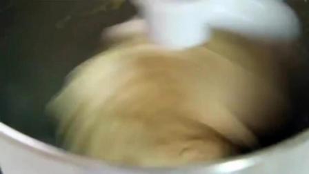 无水蛋糕的做法 用电饭锅做蛋糕的方法 零起点学做烘焙糕点