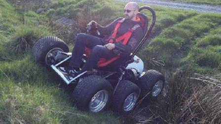 老外发明六轮全地形小车, 通过性堪比越野车, 跋山涉水无所不能