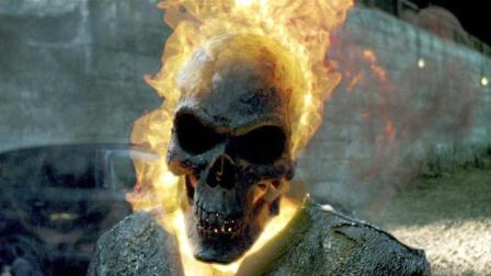 燃烧的骷髅头痛击恶魔 这个男人有点强 6分钟看恶灵战警2