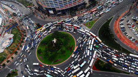 都说中国人很忙 每天到底在忙什么? 今天总算有人给出真实答案