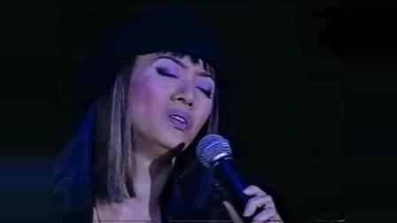 张国荣离开后, 梅艳芳独自唱完了这首歌, 唱到最后还是忍不住哭了