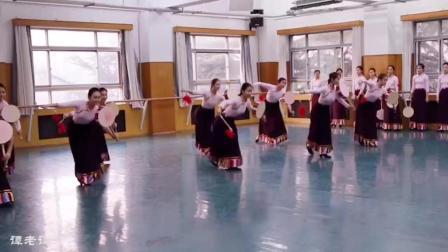 中央民族大学舞蹈学院热巴鼓舞