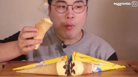 韩国的酸奶冰激凌有多好吃? 看小哥的吃相都感觉不错