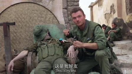 全金属外壳: 美军士兵在越共尸体前发表演讲