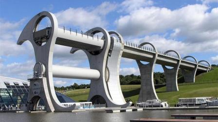 世界上最神奇的运河, 可以让两条落差24米的河通船!