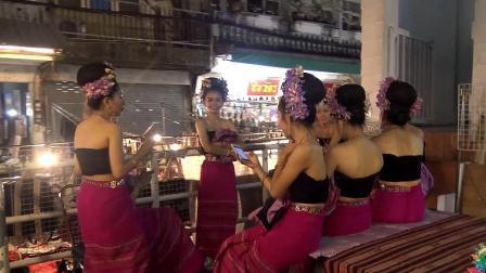 太丢脸了! 在泰国夜市偶遇跳舞的美女, 中国小哥差点没站稳