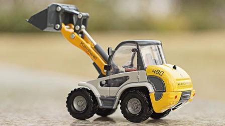 铲车工作视频: 推土车挖掘机仿真工程车模合金儿童玩具汽车模型
