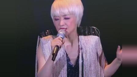 陈慧娴演唱会刚唱到一半, 没想到原唱出现了, 这才是最好听的版本!