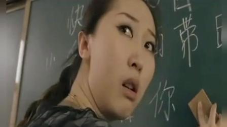 老师上课写错字  小学生一句话让同学们侧目