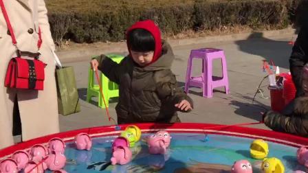 山东茌平县人民广场 儿童钓鱼机