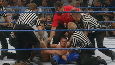 WWE两锁技大师赛后引发大混战! 多名裁判拉不开! 这是有多大仇