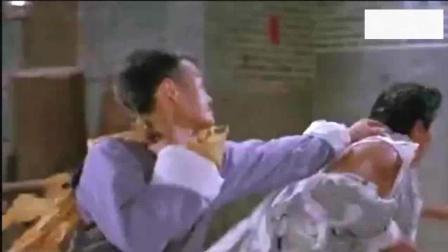林正英经典鬼片, 英叔第一次被鬼所伤, 怒的追着鬼打!