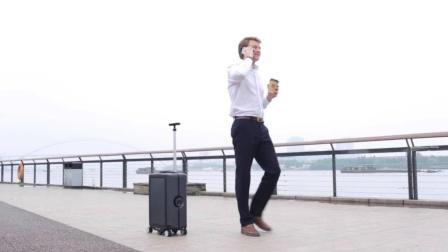 让你释放双手, 能够自动行走的行李箱!
