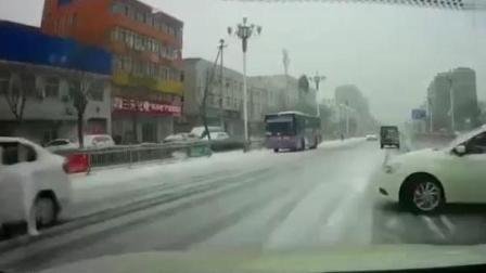 下雪路滑, 实在刹不住车了, 还好有这功能, 这个系统救了他一命!