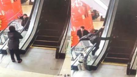 熊孩子爬扶梯险坠楼 热心情侣一把救回