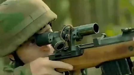 """直接瞄到火箭筒了, 这个狙击手真是""""走运""""!"""