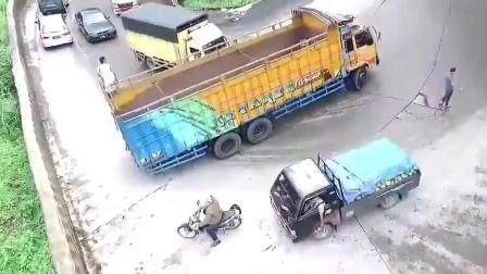 三十年驾龄的货车司机告诉我们 什么才叫老司机