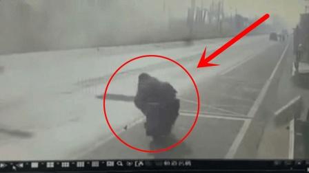 """监拍: 意外事故中最倒霉的死者, 现实中的""""死神来了""""!"""