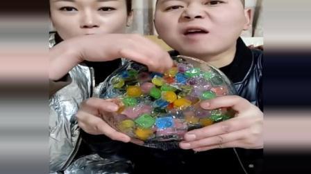 吃冰夫妻冻五彩冰中冰吃, 颜色很漂亮