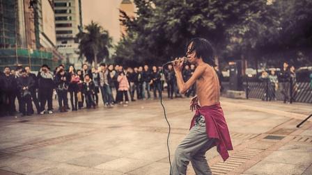 民间出高手, 街头艺人翻唱《人生何处不相逢》, 堪比原唱