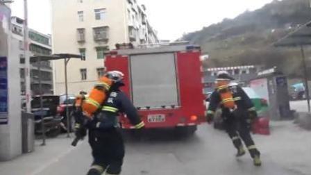 消防出警遇节前堵车 全体徒步奔赴现场