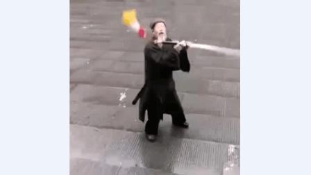 老道士表演中华武术, 一开始我还不屑, 五秒后直接看呆了!