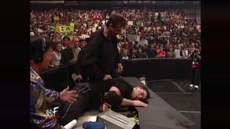 WWE WWE 真正的父子大战 女婿做裁判! 贵圈真乱 最后还是巨石强森给力