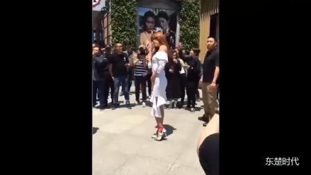 终于知道林志玲为什么这么红了, 看她走路姿势你就明白了!